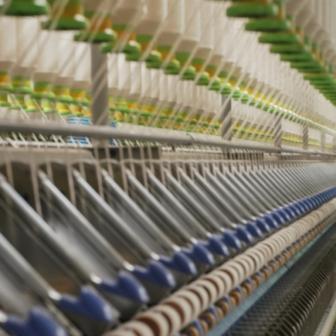 綿が糸になる 糸をつむぐのが紡績。