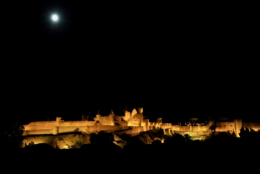 Look!  Cite de Carcassonne and full moon